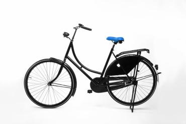 Blauw fietszadel op de fiets