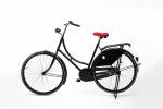 Rood fietszadel op de fiets
